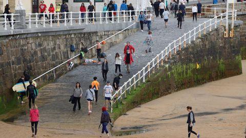 Playa de San Lorenzo de Gijón, en los primeros días de la fase 0 de la desescalada