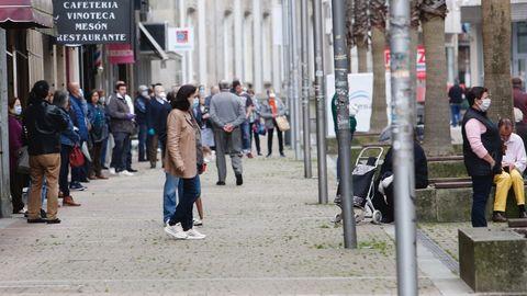 Una calle de Pontevedra, llena de gente, el pasado 5 de mayo