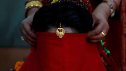 Parte del ritual de un casamiento en Nepal