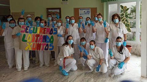 El personal de la residencia de Luíntra celebra que tanto trabajadores como usuarios hayan dado negativo en la prueba