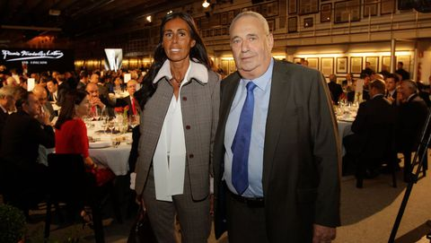 Manuel Jove junto a su hija Felipa durante la entrega del premio Fernández Latorre, en el 2015