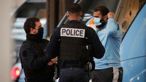 La policía francesa está supervisando el transporte urbano en el país