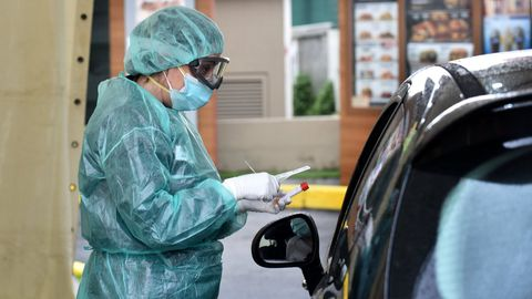 Coronavirus Test rápido sin salir del coche para detectar el COVID-19 en A Coruña