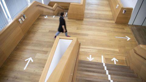 El museo Brandhorst en Munich está funcionando con las salas marcando por dónde deben caminar los visitantes