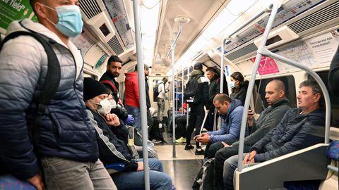 Respetar la distancia social en el metro de Londres es un tarea difícil