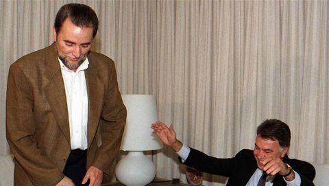 Una coalición con la que soñó liderar un «sorpasso» al PSOE que nunca llegó. Pero sí hizo sufrir a este partido y al que fuera su secretario general, Felipe González. No entendía que por pertenecer al espectro ideológico de izquierdas se diera por sentado su apoyo a los socialistas, máxime cuando aseguraba que este partido era por entonces sinónimo de escándalo y corrupción.