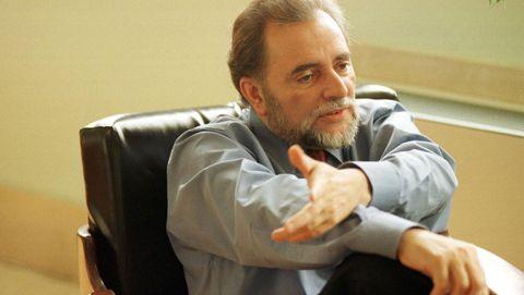 En el 2000 fue relevado al frente de IU por Gaspar Llamares, su propio candidato y empezó a dejar la vida pública. Volvió a la enseñanza en el Instituto Blas Infante de Córdoba, tras más de veinte años en excedencia. Pero a pesar de abandonar los cargos, nunca abandonó la política.