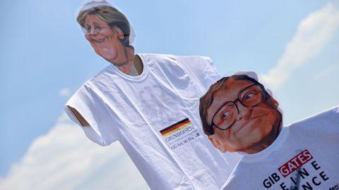 Ni Bil Gates ni Angela Merkel se han librado de ser caricaturizados en las protestas