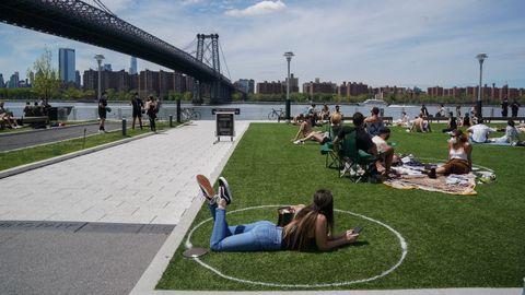 El Domino Park, en Nueva York, se han pintado marcas para respetar la distancia social