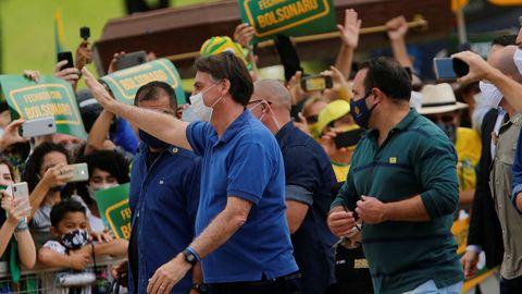 Bolsonaro se puso la mascarilla para acudir a la manifestación