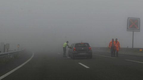 Niebla espesa en la A-8 a la altura de O Fiouco