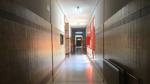 Un pasillo dle IES Monte Naranco, vacío