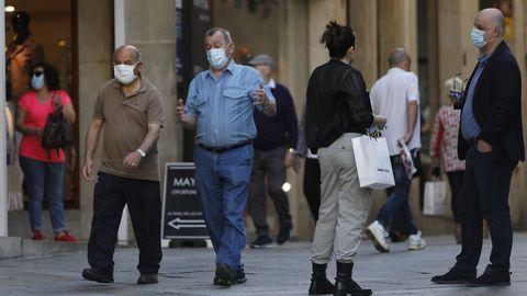 Las calles de la ciudad dejaban al mediodía esta estampa: el uso de mascarillas casi general