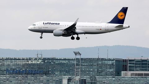 Un avión de Lufthansa, en el aeropuerto de Fráncfort