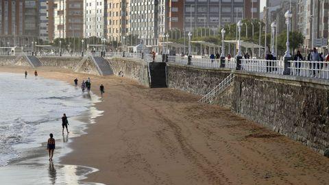 La playa de San Lorenzo de Gijón