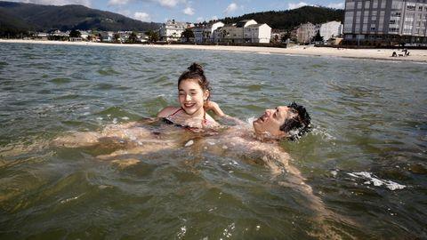 También en A Mariña ha hecho buen tiempo y en la playa de Covas se han visto imágenes veraniegas
