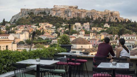 En Grecia han reabierto hoy bares y restaurantes, aunque la falta de turismo hace que no estén muy concurridos