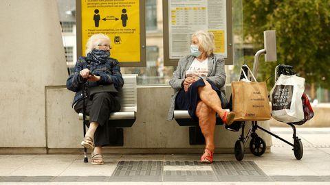 En Mánchester, las conversaciones son con la mascarilla puesta