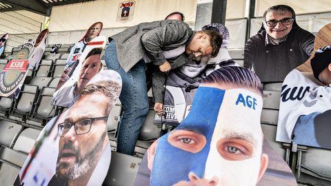 En el estadio danés de la ciudad de Aarhus se preparan para retomar la competición liguera. En las gradas han instalado imágenes de sus aficionados y habrá una retransmisión virtual que permitirá a los jugadores ver las reacciones de los seguidores