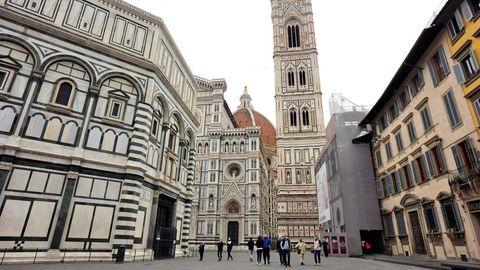 La plaza del Duomo, en Florencia, presenta todavía una imagen lejana a la habitual. La próxima semana en Italia se levantarán las restricciones de movilidad y se prevé mayor afluencia de visitantes