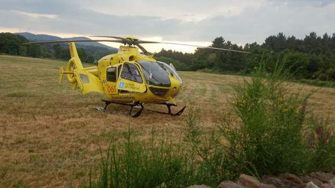 Helicóptero del 061 que intervino en el traslado del herido de Antas de Ulla