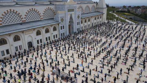Estambul ha reabierto las mezquitas tras semanas cerradas por el covid