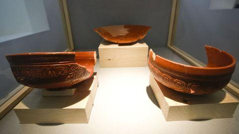 Vasijas localizadas en las excavaciones arqueológicas realizadas en el exterior de la muralla romana en 1990