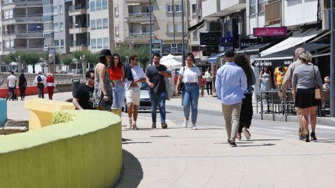 Así está este domingo el paseo de Silgar donde, pese a haber ambiente, la policía no tuvo que tramitar ninguna denuncia por la presencia de personas de otras provincias