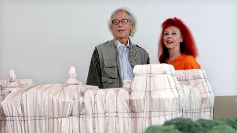 Christo y su mujer Jeanne-Claude, en una exposición en España