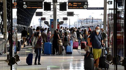 La apertura entre regiones en Italia ha llenado de nuevo las estaciones de tren, como la de Milán