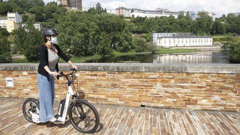 Uso de patinetes eléctricos en A Ponte Vella, en Lugo