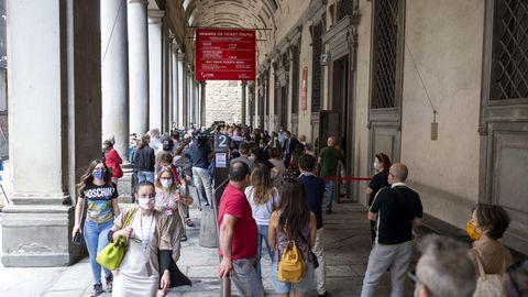 La Galería de los Uffizi, en Florencia, reabrió sus puertas la semana pasada y hoy ya se han vuelto a ver colas en sus accesos