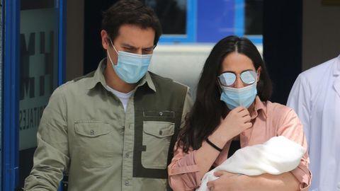Albert Rivera y Malú con su hija en brazos