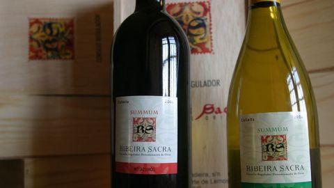 Botellas de vino con el sello identificativo de la denominación de origen Ribeira Sacra