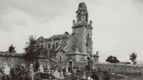 La iglesia de San Pedro de los Arcos de Oviedo, en octubre de 1937. Se observan los graves daños que sufrió, al ser un enclave estratégico para ambos bandos