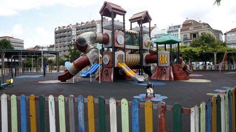 Un parque infantil aún cerrado en Vilagarcía