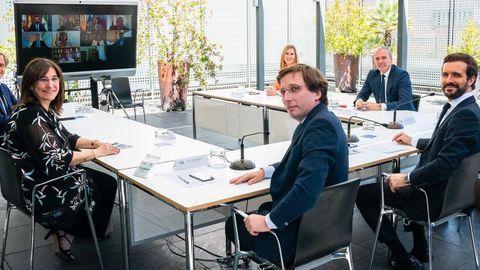 Casado, en un encuentro con algunos alcaldes del PP