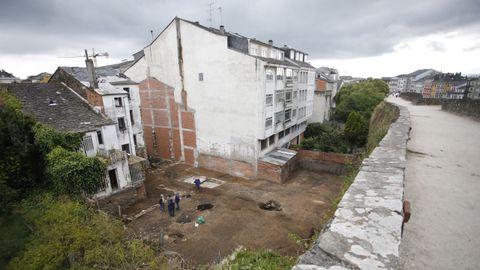 Excavación arqueológica en una trasera de la calle San Froilán