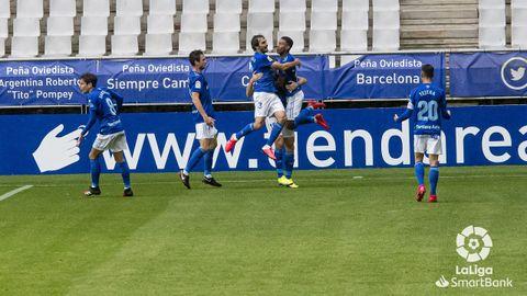 Los futbolistas azules celebran el 2-0 de Bárcenas