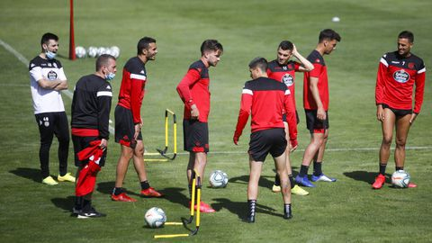 Cristian Herrera, a la derecha, este jueves con sus compañeros en el entrenamiento