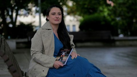 Natalia Monje estudió Historia y trabaja como periodista en la oenegé Ecos do Sur. Colabora también en programas como «Cuarto Milenio». Su libro ha sido galardonado a nivel nacional con el Premio de Divulgación Histórica Juan Antonio Cebrián