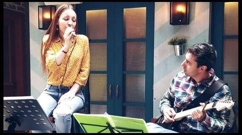 El dúo Una Mesa para Dos llevará la música a la zona de A Mosqueira