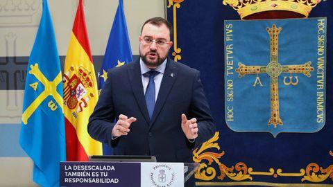 El presidente del Principado de Asturias, Adrián Barbón, informa en rueda de prensa sobre la situación provocada por la crisis del coronavirus