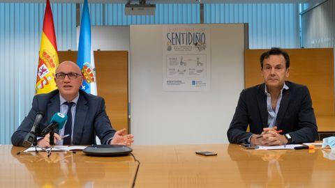 El gerente del Sergas, Antonio Fernández Campa, y el director xeral de Saúde Publica, Andrés Paz-Ares