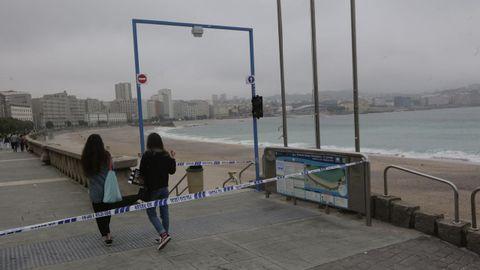Las playas coruñesas han sido precintadas