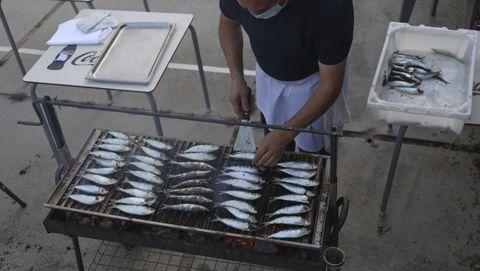 Preparativos de la sardiñada de A Nave de Vidán, en Santiago