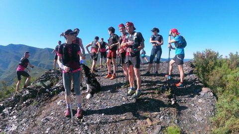 Aficionados al turismo de montaña procedentes de A Coruña, el fin de semana pasado en el Pico do Coto