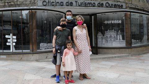 Desde Gijón llegaron Ezequiel Lázaro y Noelia Fernández, con sus hijos