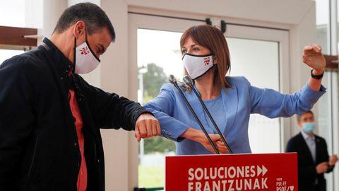 Pedro Sánchez arropó, ayer en San Sebastián, a la candidata socialista Idoia Mendia