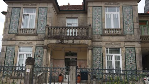 Los azulejos del Quijote en una casa de Ponte Caldelas
